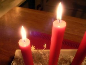 Red_Christmas_candles_fire