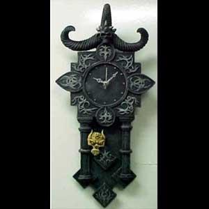 evil-skull-pendulum-clock