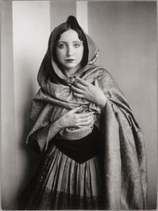 ana-s-nin-drap-e-dans-un-ch-le-1932